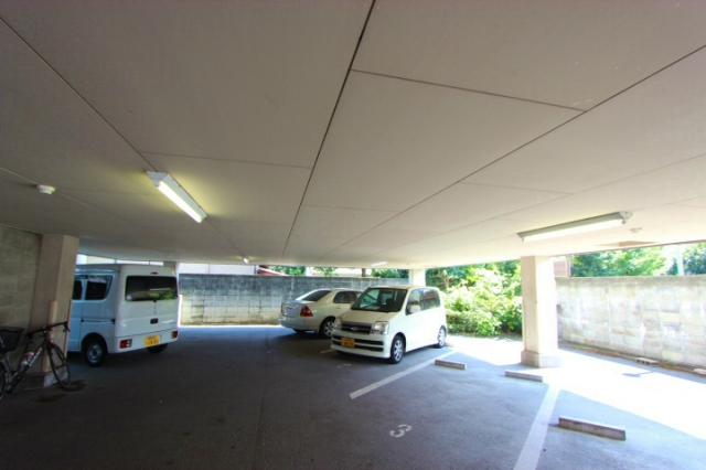 【予約制】軒先パーキング 【軽・小型専用】フラワーヒルズ駐車場 image