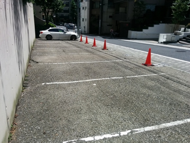 本郷ハウス駐車場