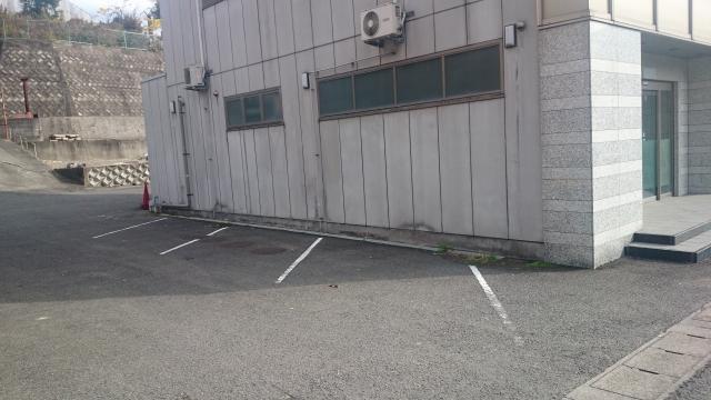 粉河ビル駐車場