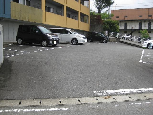 モンテローザ駐車場