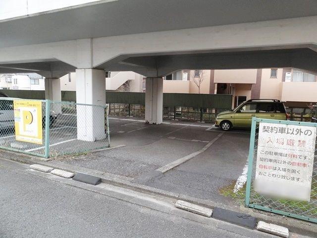 片倉R16駐車場