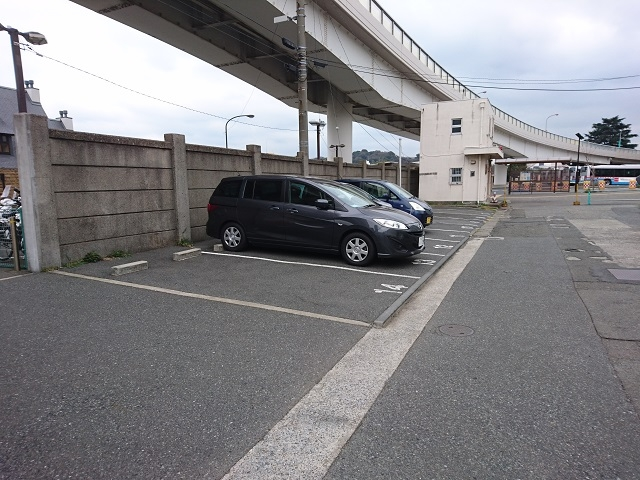 横須賀駅駐車場