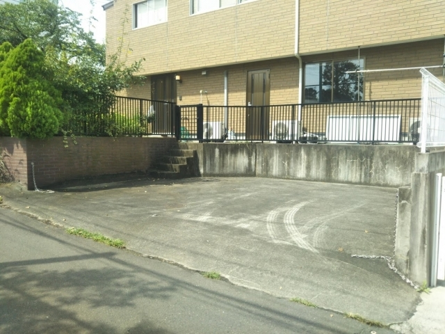 荒巻小学校前駐車場