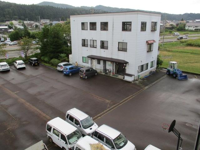 原田車体駐車場