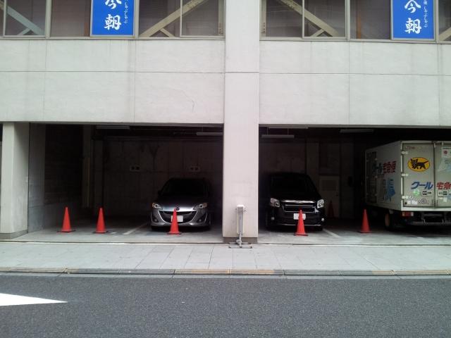 今朝ビル内駐車場