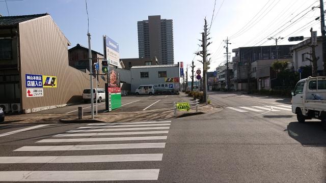 LIVENAS 山本商店駐車場